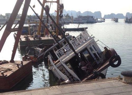 Tàu du lịch tự đắm tại cảng Tuần Châu - Ảnh 1