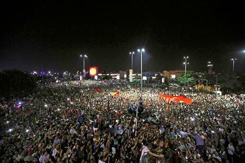 Quân đội Thổ Nhĩ Kỳ đảo chính, hơn 190 người chết - Ảnh 4