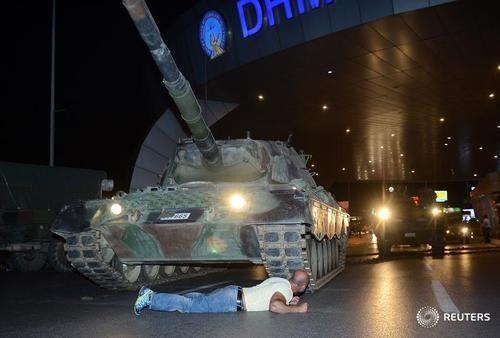 Quân đội Thổ Nhĩ Kỳ đảo chính, hơn 190 người chết - Ảnh 5