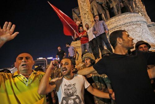 Quân đội Thổ Nhĩ Kỳ đảo chính, hơn 190 người chết - Ảnh 8