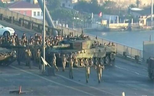 Quân đội Thổ Nhĩ Kỳ đảo chính, hơn 190 người chết - Ảnh 1