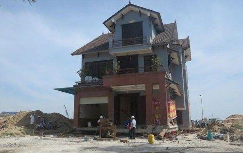 Di dời thành công biệt thự gần 800 tấn ở Nghệ An - Ảnh 1