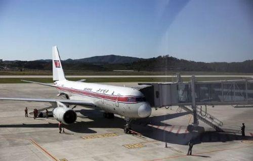 Máy bay Triều Tiên hạ cánh khẩn cấp vì bị cháy - Ảnh 1