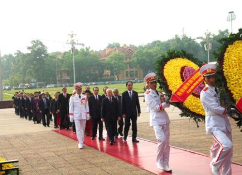 Lãnh đạo Đảng, Nhà nước dâng hương tưởng niệm các anh hùng, liệt sĩ - Ảnh 2