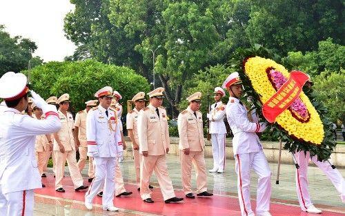 Lãnh đạo Đảng, Nhà nước dâng hương tưởng niệm các anh hùng, liệt sĩ - Ảnh 4