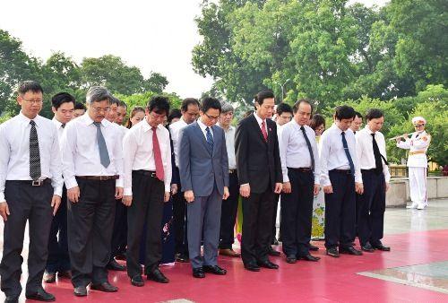Lãnh đạo Đảng, Nhà nước dâng hương tưởng niệm các anh hùng, liệt sĩ - Ảnh 5