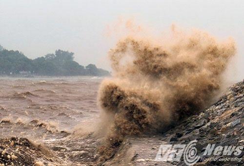 Hình ảnh bão số 1 hoành hành tại các tỉnh miền Bắc - Ảnh 5