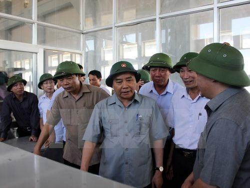 Thủ tướng kiểm tra việc khắc phục hậu quả bão số 1 ở Nam Định - Ảnh 1
