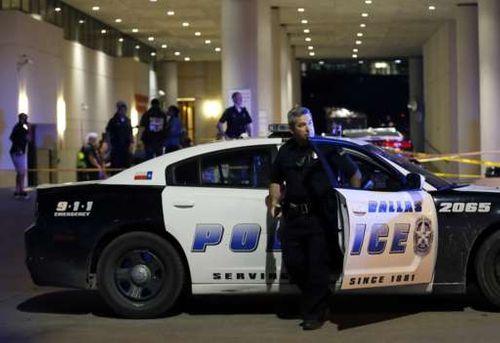 Mỹ: 11 cảnh sát bị bắn tỉa, 5 người thiệt mạng - Ảnh 2