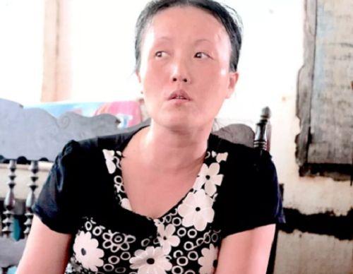 """Vụ chặn xe cứu thương ở BV Nhi TƯ: """"Con tôi chưa xuất viện đã có người lạ...gọi"""" - Ảnh 1"""
