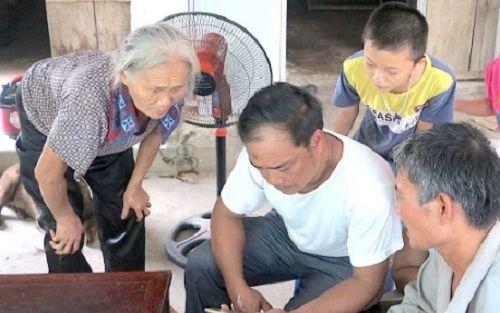 """Vụ chặn xe cứu thương ở BV Nhi TƯ: """"Con tôi chưa xuất viện đã có người lạ...gọi"""" - Ảnh 2"""