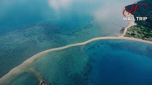 Cận cảnh hòn đảo có lối đi giữa biển duy nhất ở Việt Nam - Ảnh 1