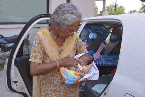 Câu chuyện của bà mẹ 72 tuổi bất chấp tính mạng để sinh con - Ảnh 7