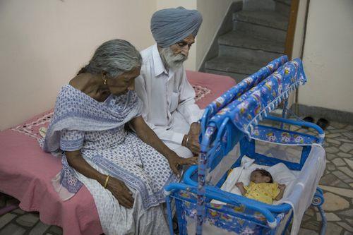 Câu chuyện của bà mẹ 72 tuổi bất chấp tính mạng để sinh con - Ảnh 8