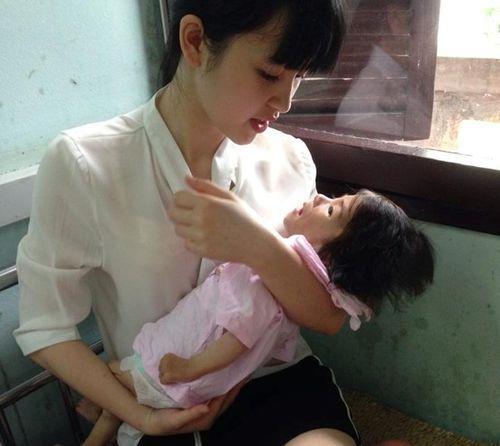 Hình ảnh tăng cân đáng yêu của bé gái 14 tháng tuổi nặng 3.5 kg - Ảnh 3