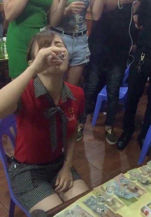 Girl xinh đột tử vì trò thách đố tỉ thí rượu ăn tiền - Ảnh 2