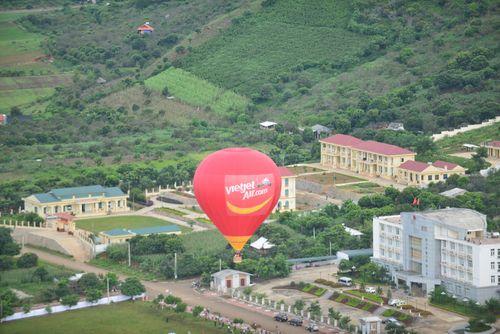 Ngắm cao nguyên Mộc Châu từ Khinh khí cầu Vietjet - Ảnh 2