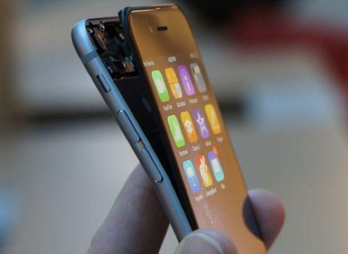 """Khi siêu phẩm gặp """"biến lớn"""": Samsung thẳng thắn, Apple vòng vo - Ảnh 1"""