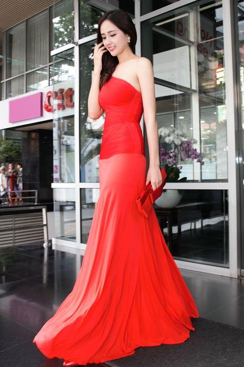 Ngẩn ngơ trước vẻ đẹp không tỳ vết của Hoa hậu Mai Phương Thúy - Ảnh 1