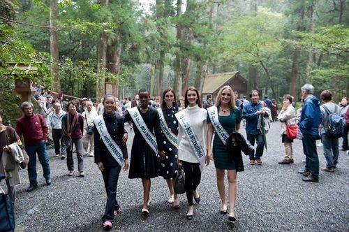Thúy Vân dạo chơi Nhật Bản cùng Top 5 Hoa hậu Quốc tế - Ảnh 2