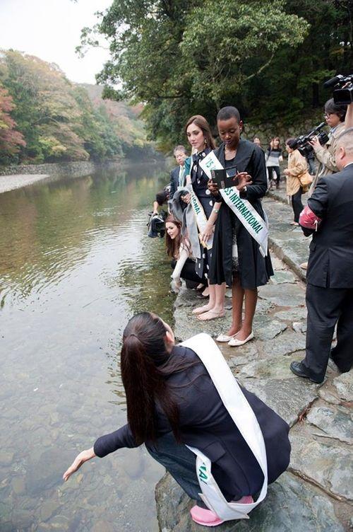 Thúy Vân dạo chơi Nhật Bản cùng Top 5 Hoa hậu Quốc tế - Ảnh 8