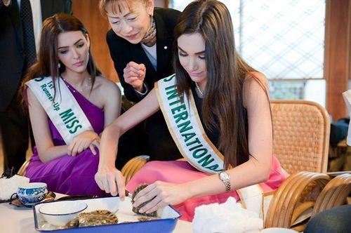 Thúy Vân dạo chơi Nhật Bản cùng Top 5 Hoa hậu Quốc tế - Ảnh 5