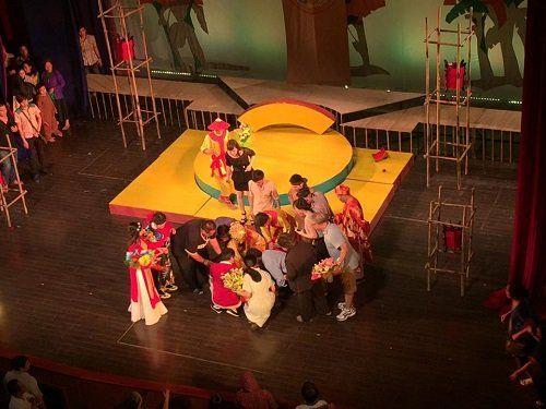 Minh Béo ngất xỉu trên sân khấu, phải đi cấp cứu - Ảnh 2