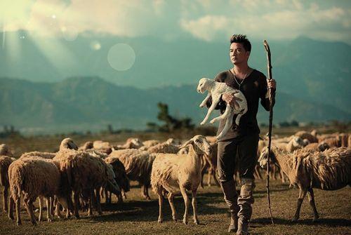 Đàm Vĩnh Hưng hóa thân thành chàng du mục chăn cừu - Ảnh 4