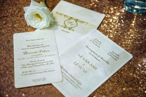 Hé lộ thiệp cưới đơn giản mà sang trọng của Tú Vi - Văn Anh - Ảnh 1