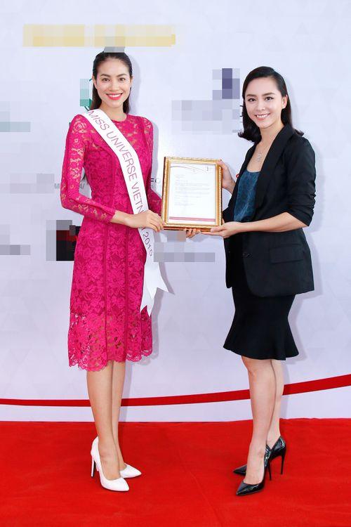 Á hậu Thiên Lý chia sẻ kinh nghiệm cho HH Phạm Hương trước giờ lên đường - Ảnh 1
