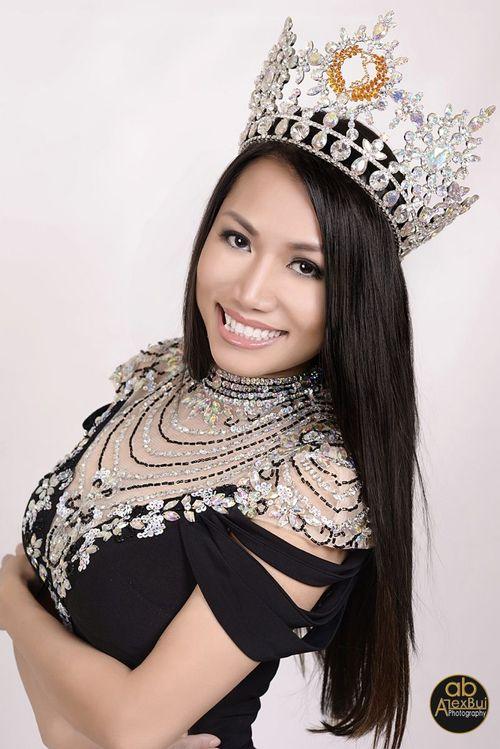 Hoa hậu quý bà Việt Nam thế giới 2016 được tặng xe hơi bạc tỷ - Ảnh 4