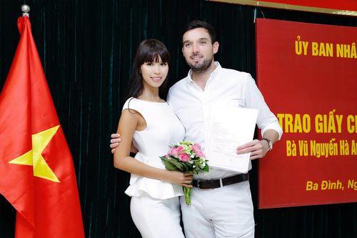 Hà Anh và chồng Tây hạnh phúc khoe giấy chứng nhận kết hôn - Ảnh 5