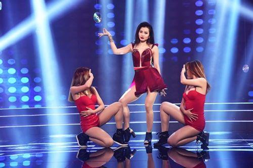 Phương Trinh Jolie gợi cảm làm MC bên cạnh Quốc Bình - Ảnh 4