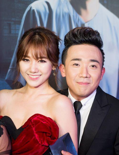 Trấn Thành bất ngờ cầu hôn Hari Won ở bar - Ảnh 1