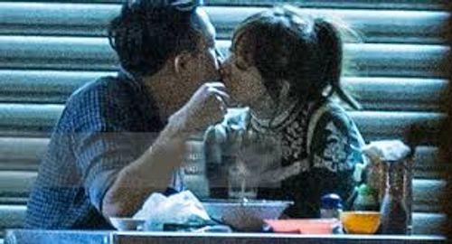 Trấn Thành bất ngờ cầu hôn Hari Won ở bar - Ảnh 3