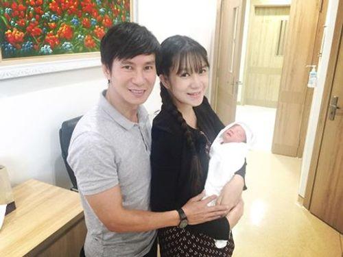 """Facebook sao: Elly Trần khoe vòng 3 """"khủng"""", Tăng Thanh Hà như quý cô sành điệu - Ảnh 2"""