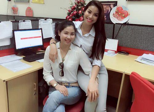 """Facebook sao: Elly Trần khoe vòng 3 """"khủng"""", Tăng Thanh Hà như quý cô sành điệu - Ảnh 4"""