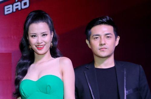 """Đông Nhi """"dìm"""" chiều cao bạn trai trong họp báo Giọng hát Việt nhí - Ảnh 1"""