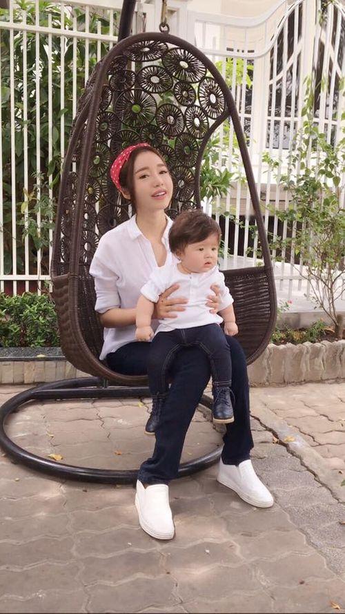 Facebook sao: Tim quỳ gối đi giày cho vợ, Hạ Vi tiết lộ bí kíp có vòng 2 đẹp - Ảnh 4