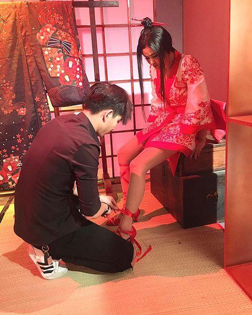 Facebook sao: Tim quỳ gối đi giày cho vợ, Hạ Vi tiết lộ bí kíp có vòng 2 đẹp - Ảnh 6