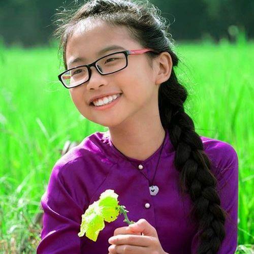"""Phương Mỹ Chi: Từ """"cô bé dân ca"""" tới """"công chúa nhỏ"""" ngao du khắp chốn - Ảnh 1"""