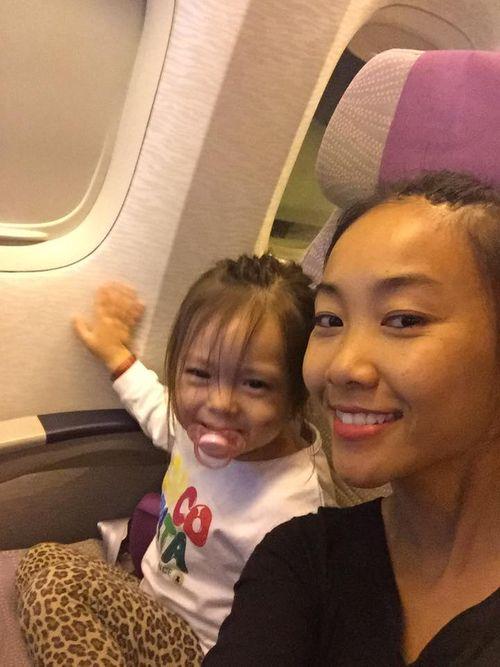 Facebook sao: Ngọc Trinh chụp ảnh áo tắm, Phạm Hương vui vẻ đi ăn với An Nguy - Ảnh 3
