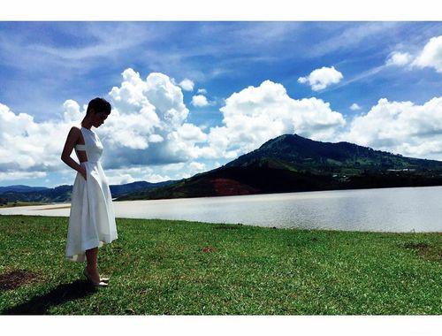 Facebook sao: Ngọc Trinh chụp ảnh áo tắm, Phạm Hương vui vẻ đi ăn với An Nguy - Ảnh 5