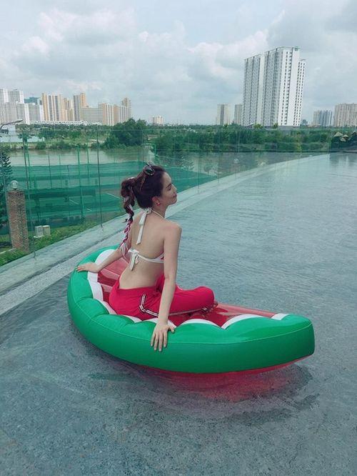 Facebook sao: Ngọc Trinh chụp ảnh áo tắm, Phạm Hương vui vẻ đi ăn với An Nguy - Ảnh 7
