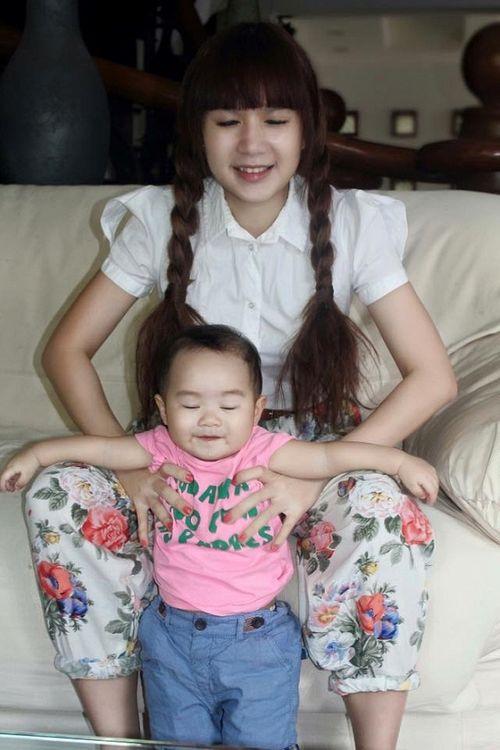 Facebook sao: Ngọc Trinh chụp ảnh áo tắm, Phạm Hương vui vẻ đi ăn với An Nguy - Ảnh 9