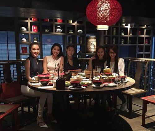 Facebook sao: Ngọc Trinh chụp ảnh áo tắm, Phạm Hương vui vẻ đi ăn với An Nguy - Ảnh 1
