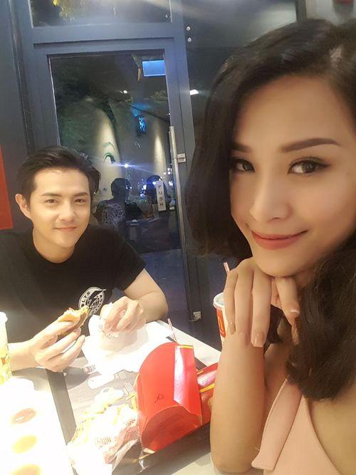 Facebook sao: Thủy Tiên xây cầu từ thiện, MC Kỳ Duyên khoe ảnh bố mẹ - Ảnh 2