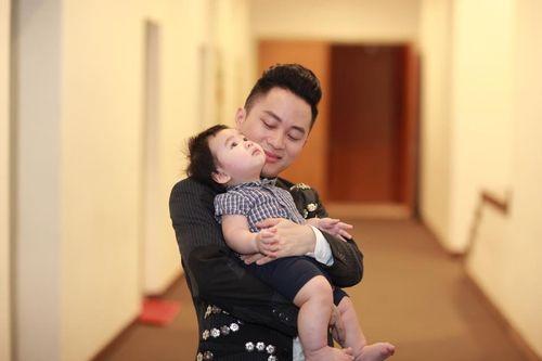 Facebook sao: Thủy Tiên xây cầu từ thiện, MC Kỳ Duyên khoe ảnh bố mẹ - Ảnh 4
