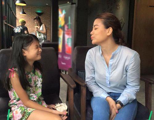 Facebook sao: Thủy Tiên xây cầu từ thiện, MC Kỳ Duyên khoe ảnh bố mẹ - Ảnh 7
