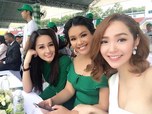 """Facebook sao: Bà Tưng khoe vòng 1 """"trứ danh"""", Phạm Hương thân thiết với Lan Khuê - Ảnh 8"""